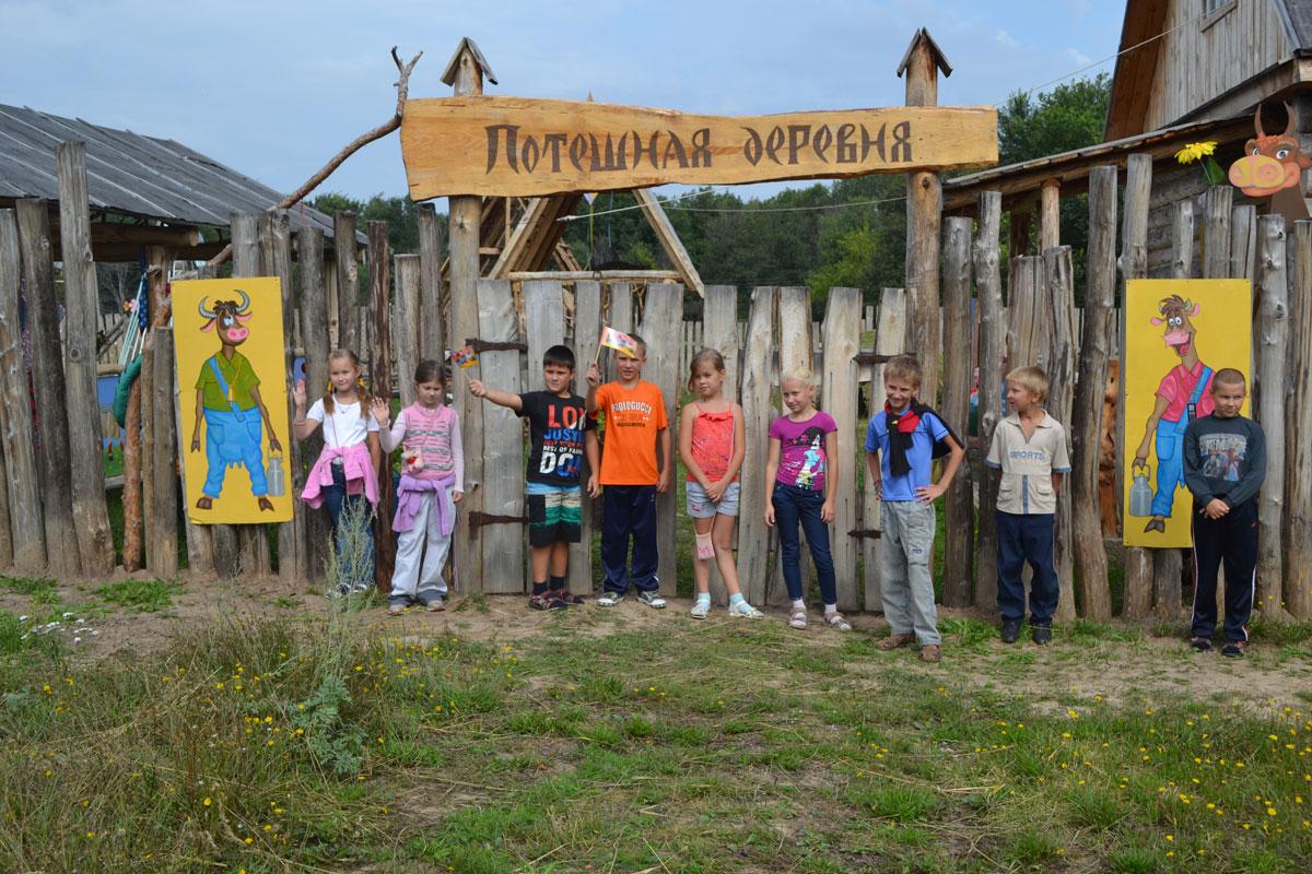 В честь приезда Медведева в оккупированном Севастополе покрасили землю в зеленый цвет - Цензор.НЕТ 9579